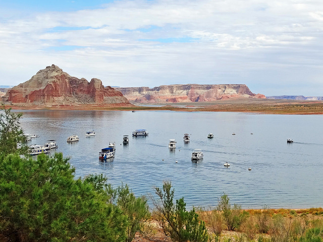 Lake Powell houseboat vacation